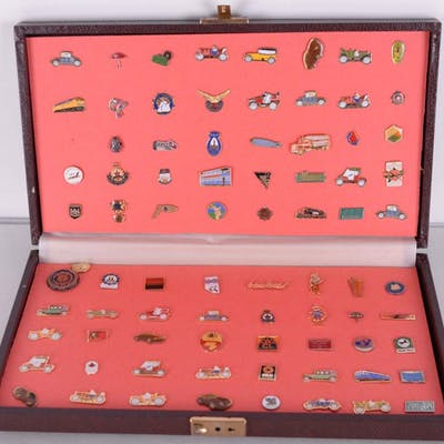 Collection de 80 broches (pins) -
