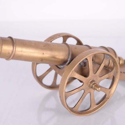 Canon miniature en laiton -