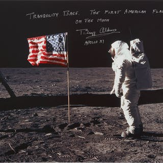 [APOLLO 11]. ALDRIN WITH THE STARS AND STRIPES. COLOR PHOTOGRAPH