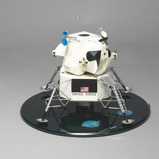 OFFICIAL CONTRACTOR LUNAR LANDER MODEL, ISSUED BY THE SPACECRAFT BUILDER