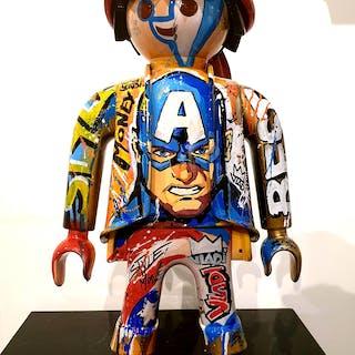 Art VLADI - Playmobil CAP AMERICA  64CM