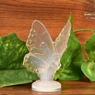 Sabino Opalescent Crystal 1960-80 Open Winged Butterfly Hood Ornament Figure