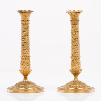 Patinated and gilt bronze Fluted and raised decoration...