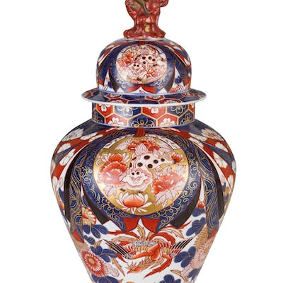 A PAIT OF LARGE PORCELAIN POTICHES WITH COVERS, JAPAN, 19TH CENTURY;