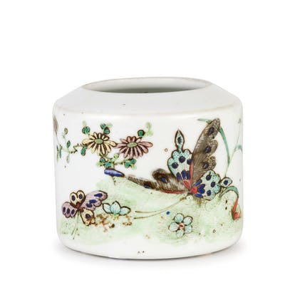 A FAMILLE ROSE PORCELAIN BRUSH POT, CHINA, 20TH CENTURY; MINOR WEAR ON SURFACE