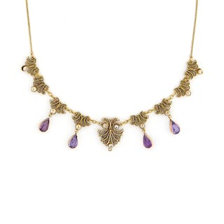 AN AMETHYST AND PEARL NECKLACE