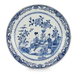A LARGE BLUE AND WHITE PORCELAIN CHARGER, CHINA, 18TH CENTURY, QIANLONG PERIOD
