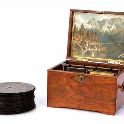 Antigua Caja de Música de Discos. 34 Discos. Suiza, 1890