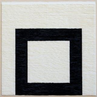 Estructura negra sobre fondo blanco - Fernando Daza