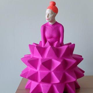 Figurín en magenta - Iván Prieto