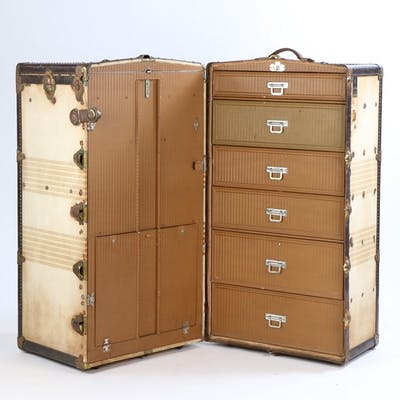 Oshkocentric steamer travel trunk