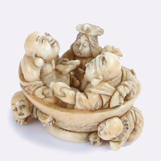 Japanese Edo period ivory netsuke