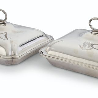 A PAIR OF GEORGE III SILVER ENTREE DISHES AND COVERS MARK OF ROBERT