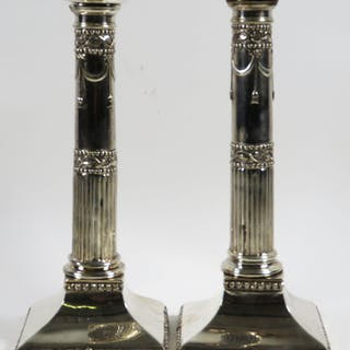 Zwei Kerzenhalter
