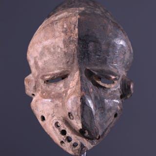 Masque Pende Mbangu (N° 10270)