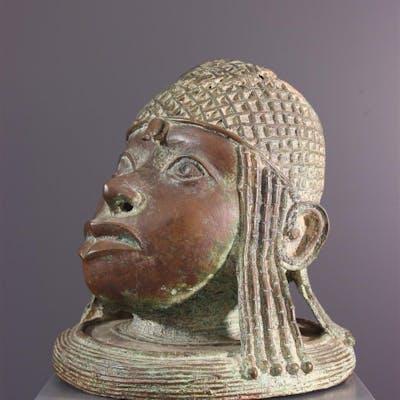 Tête de souverain Bénin en bronze (N° 13779)