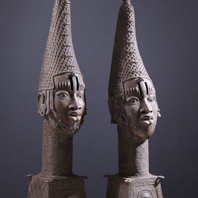 Paire de grandes têtes d'autel royal Benin Bini Edo (N° 9084)