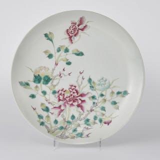 Assiette falancai, Chine, dynastie Qing (1644-1912), marque Qianlong apocryphe