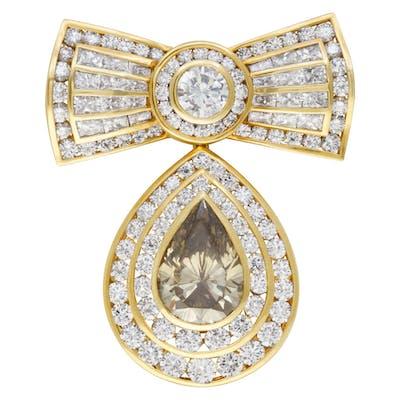 Kutchinsky diamond bow pin in 18k. GIA Certified. Total diamond weight