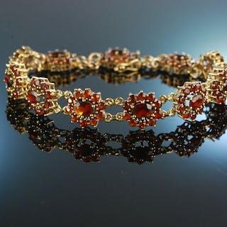 Glitzernder Granat! Schönes Armband Gold 333 um 1960