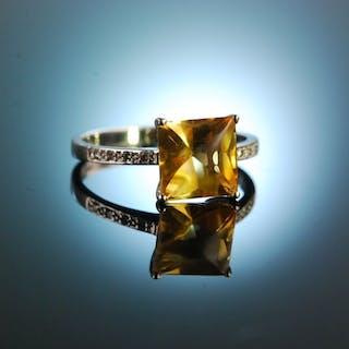 Zarter Citrin! Feiner Ring Weißgold 585 Citrin Diamanten