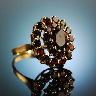 München um 1950! Funkelnder Granat Ring Gold 750