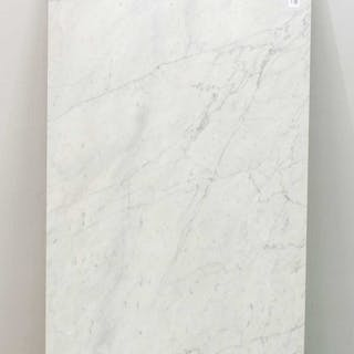 MARMORSKIVA 140x80x2 (cm) några nagg