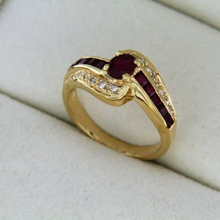 18K yellow gold ring with RUBY and DIAMONDS