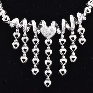 Beautiful necklace in white gold 18 carats (750 thousandths), spiral