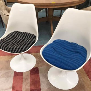 ATTRIBUTED TO KNOLL FOR EERO SAARINEN TULIP CHAIRS