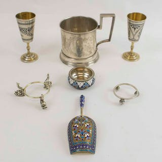 A FINE RUSSIAN SILVER AND CLOISONNE ENAMEL CADDY SPOON