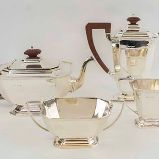 AN ART DECO SILVER TEA AND COFFEE SET