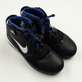 P.J. Tucker - Game-Worn Sneakers - Nike LeBron 6 Graffiti 2009