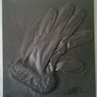 "ARMAN - ""Naufrage d'un gant, 1999"", bas relief signé"