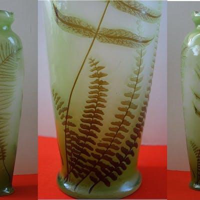 Émile GALLE - Vase en pate de verre à décor de fougères, signé, 42cm - Nancy
