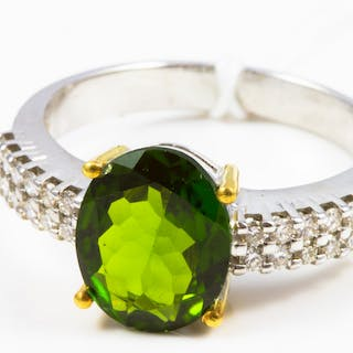 BAGUE en or blanc 750 ( 18 KT )  DIOPSIDE NATURELLE et DIAMANTS -