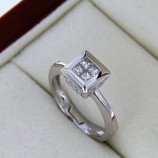 "Jewelery ring ""Modern"" with white gold and diamonds"