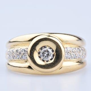 Bague en or jaune 18 ct 1 diamant centrale env. 0,20 ct 16 diamants