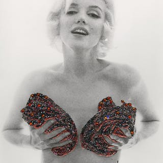 Bert Stern - Marilyn Red Classic Charcoal Roses
