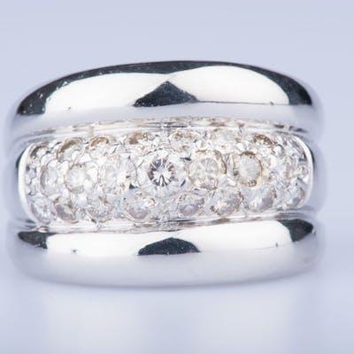 Bague en or blanc 18 ct 1 diamant env. 0.15 ct 2 diamants