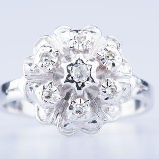 Bague en or blanc 18 ct 1 diamant env. 0,03 ct 6 diamants env. 0.06 ct au total