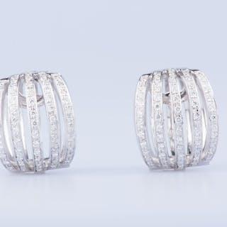Boucles d'oreilles en or blanc 18 ct 118 diamants env. 1.18 ct au total