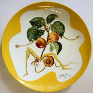 Salvador DALI : L'abricot chevalier - Plat en Porcelaine original SIGNE &N°