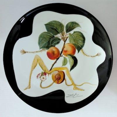 DALI Salvador : L'abricot chevalier - Plat en Porcelaine original SIGNE &N°