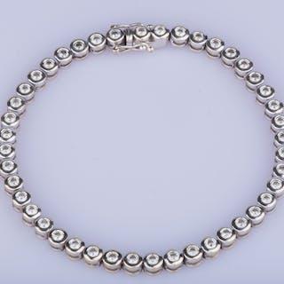 Bracelet en or blanc 18 ct 44 diamants env. 2.22 ct au total