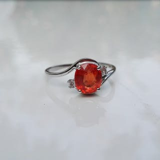 Bague en or gris 750 (18 Kt) saphir orange et diamants