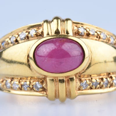Bague en Or Jaune 18 ct (750 /1000) 1 Rubis Cabochon env 1,15 ct