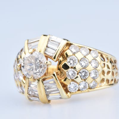 Bague en or jaune 18 ct  (750/1000) Total Carat Diamants: 1,81 ct