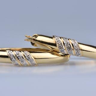 Boucles d'oreilles en or 18ct (750 millièmes), ornée de 24 diamants