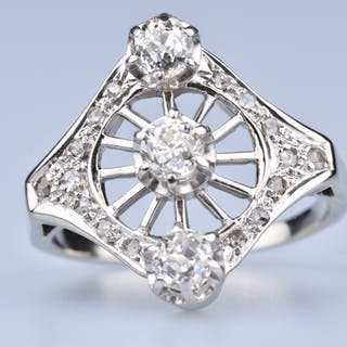 Bague en or blanc 18ct (750 millièmes) ornée d'3 diamants rond brillant